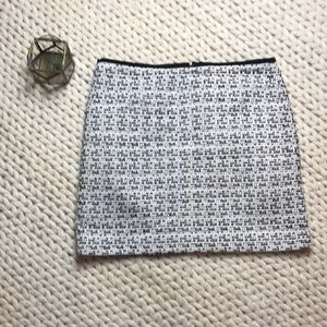 EUC Black and White Vince Camuto Pencil Skirt